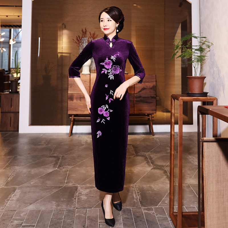 New gold velvet retro improved embroidery long cheongsam dress plus size middle-aged mother catwalk Tang suit high-end cheongsam
