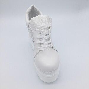 Image 2 - 女性の加硫靴スニーカープラットフォーム 14 センチメートルウェッジヒールシルク弓白人女性カジュアルシューズ 2019 春夏レース靴