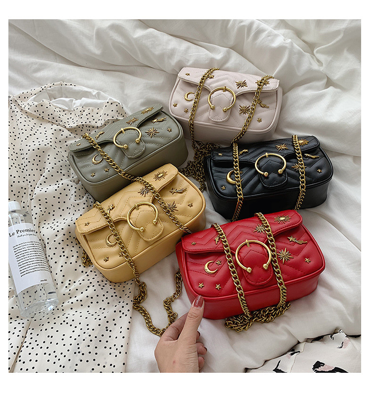 Image 4 - Beautiful girl rivets small crowdsourcing 2019 new fashion single shoulder oblique shoulder texture small chain saddle bag-in Top-Handle Bags from Luggage & Bags