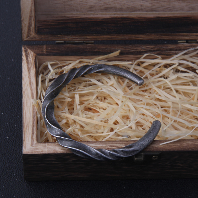 Bracelet Vikings couleur fer avec boîte en bois  2