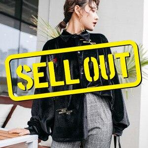 Image 1 - LANMREM Solid Color haftowane żuraw z długim rękawem Lapel Suede luźne Plus koszula damska słodkie proste moda 2020 wiosna NewTV551