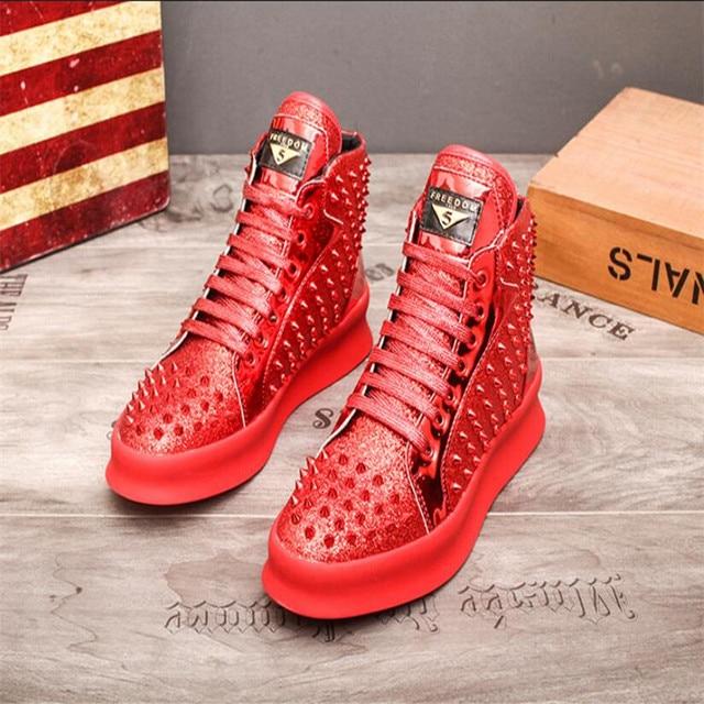 Zapatillas de deporte de lujo para Hombre, zapatos informales con remaches de estilo Punk, Hip Hop, color dorado y rojo, suela gruesa 2