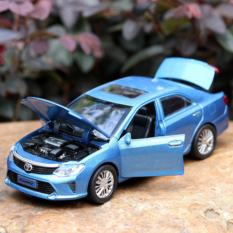 Alloy Diecast Car 1:32 Scale For TOYOTA Camry Model Vehicle Collectible Toy Pull Back Car With Sound & Light