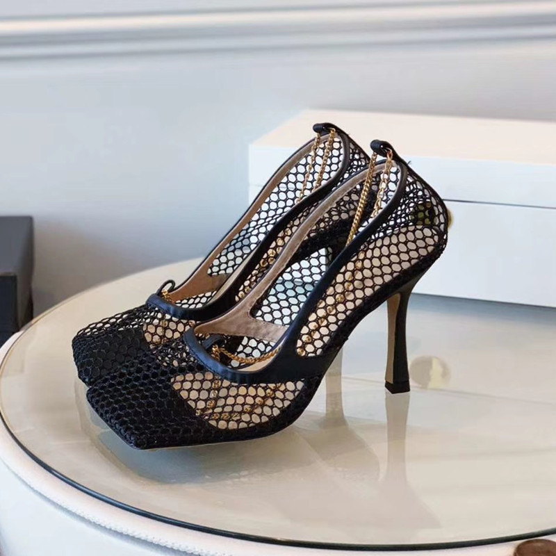 2019 neue retro Rohöl ferse offene spitze sandalen Frauen Schuh weiblichen sommer kette Römischen sandalen tanga frauen sandalen-in Mittlere Absätze aus Schuhe bei  Gruppe 1