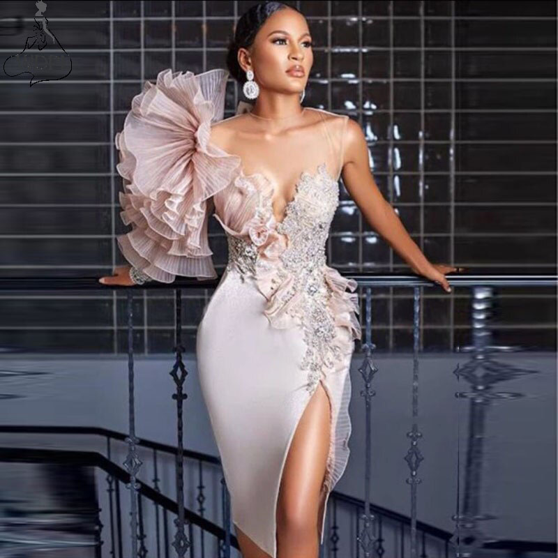 Sexy Sheath Prom Dress Short Illusion Scoop Neck Chic Cocktail Dresses Knee Length Beads Slit Ruffle Birthday Party Formal Gowns