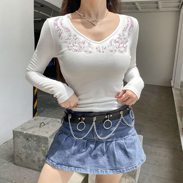 Crop top t-shirts with neck circle patterns