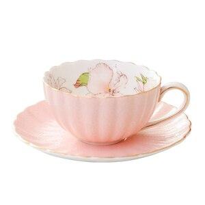 Tasse à café en céramique rose européenne Royal Bone chine ensemble de tasse à thé tasse en porcelaine et soucoupe support de tasse en or Kubki tasse d'été AC50BD