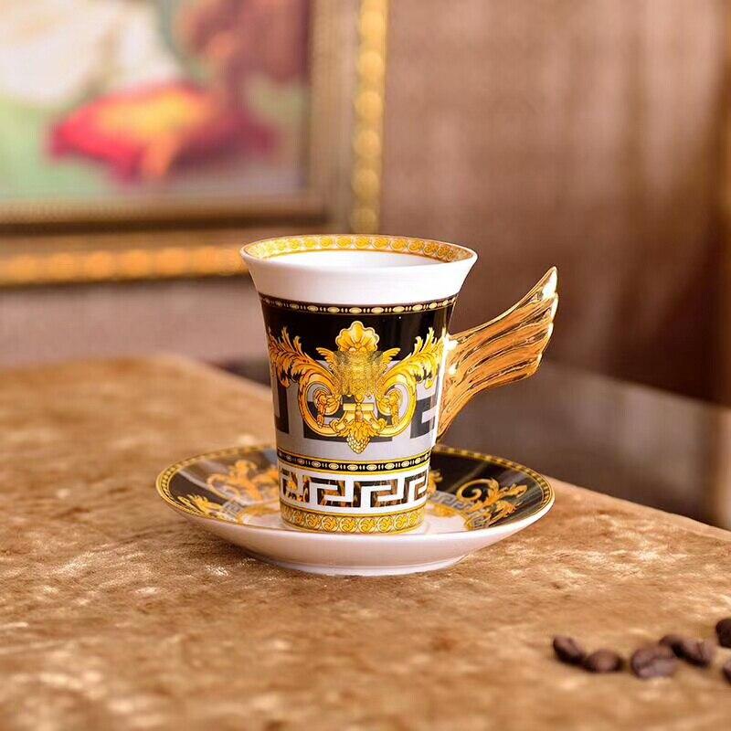 Ensemble de tasse à café en porcelaine de luxe vaisselle européenne Service à café plat tasse et soucoupe or noir tasse à thé os chine Type caractéristique