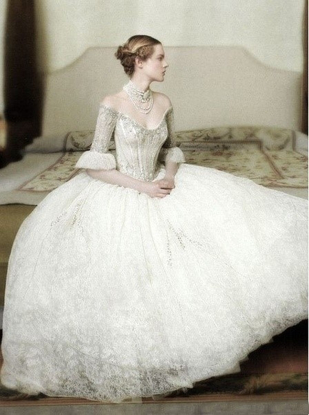 Free Shipping Vintage 2016 New Fashion Lace Crystal Celebrity Dress Elegant Style Ball Gown Wedding Dresses Bridal With Sleeve