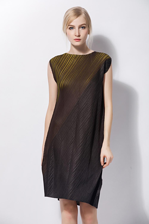 Été Miyake col rond à manches courtes irrégulière dégradé couleur nouvelle robe de mode plissée livraison gratuite