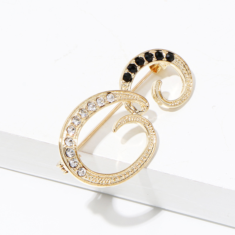New Fashion Metal 26 Letter Brooch Personality Suit Scarf Buckle Badge Corsage Luxury Brooch for Women Accessories Jewelry 5