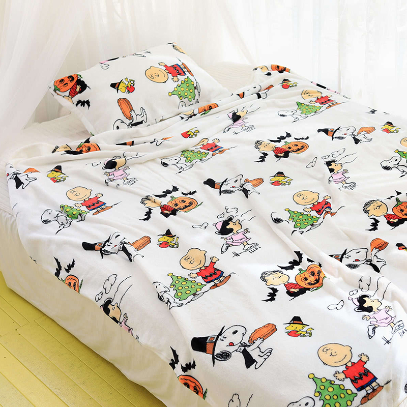 Cartoon Snoopy Flannel Blanket And Pillowcase