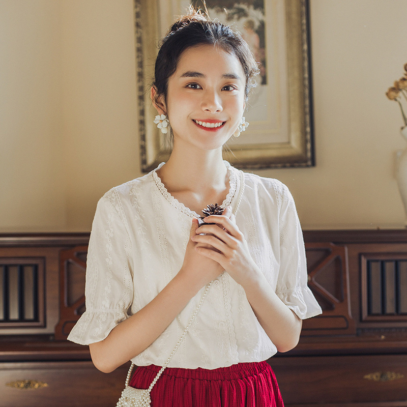 INMAN Vintage Artsy Style 2020 Summer New Arrival Short Sleeve Embroidery White Elegant Women Blouse