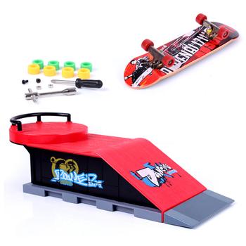 Mini deskorolka i akcesoria do rampy fajne sportowe Finger Board zestaw modeli zabawek dla dzieci tanie i dobre opinie MagiDeal Z tworzywa sztucznego