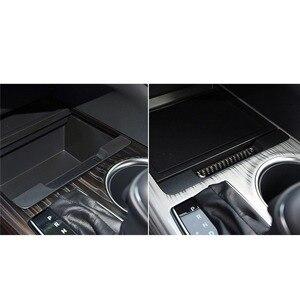 Image 2 - Mutips compartimento central para coche, cubierta de caja de almacenamiento, tira de ranura, embellecedor de fibra de carbono, moldura Interior para Toyota Camry 2018 2019