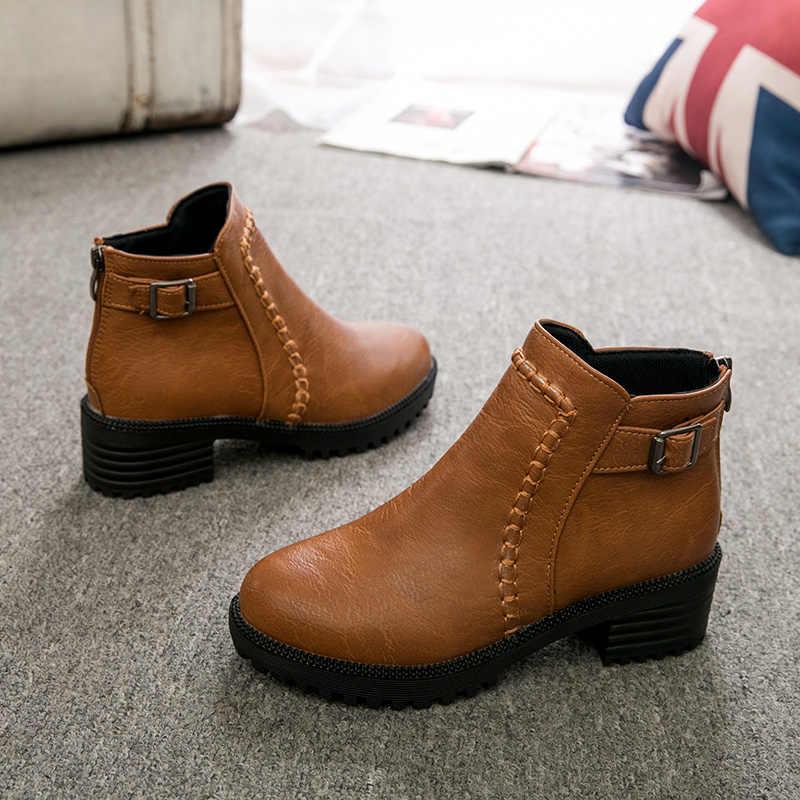 Kadın yarım çizmeler fermuar kare topuk Vintage baskı deri ayakkabı kadınlar için toka kayış yuvarlak ayak rahat kısa çizmeler ayakkabı