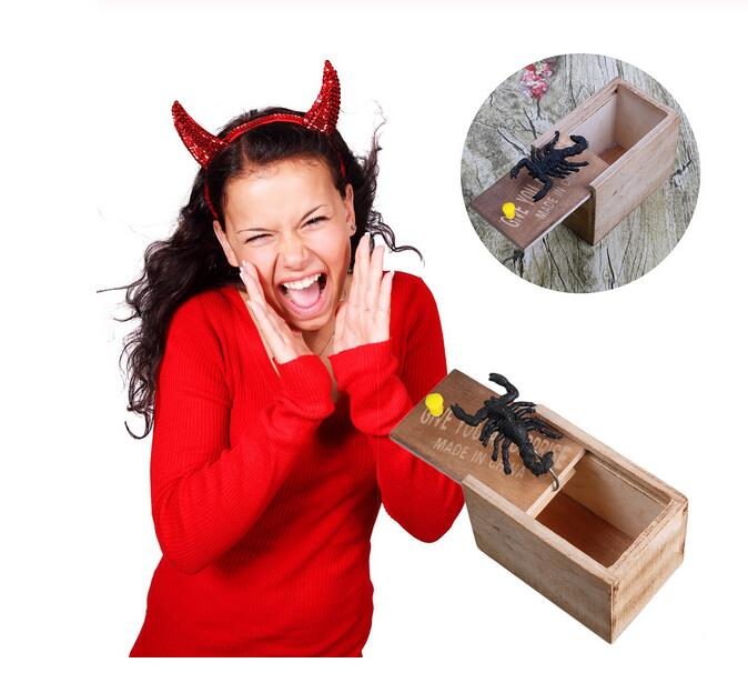 April Fool's Day Wooden Prank Scare Spider Box Toy Prank Trick Practical Joke Home Office Scare Toy Box Spider Mouse Funny Toys