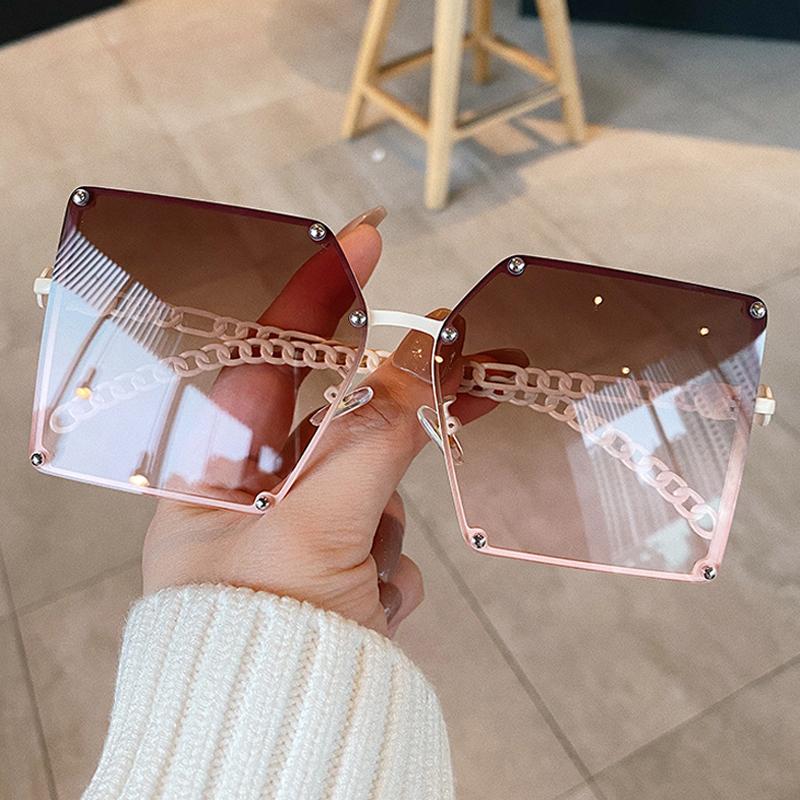 2021 New Fashion Oversize Gradient Sunglasses For Women Vintage Alloy Chain Frame Rivet Square Sun Glasses Female Elegant Shades