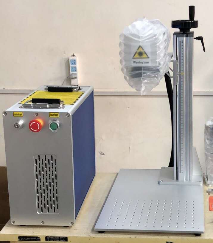 30W MAX Raycus And JPT Fiber Laser Marking Machine With 200-200mm Working Table 6