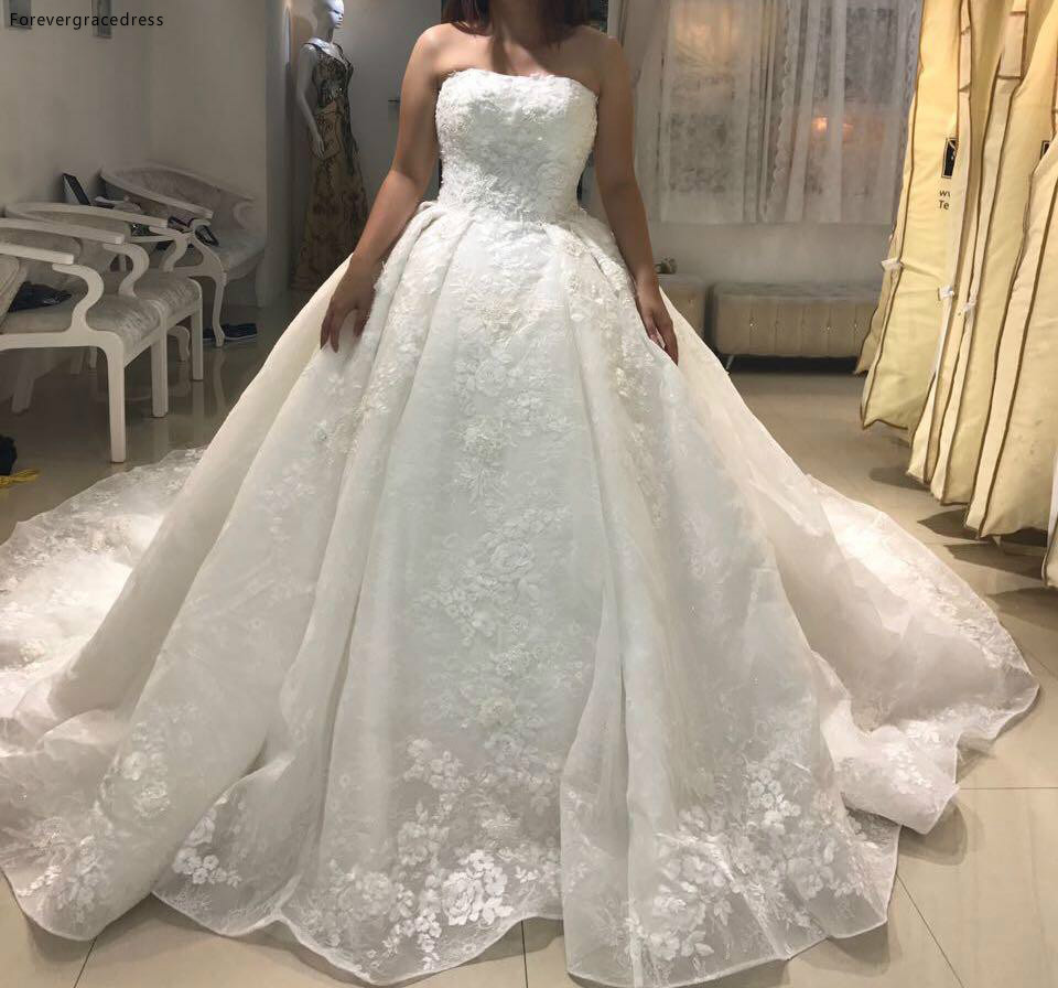 New Luxury Graceful Ball Gown Wedding Dress Vintage Pricness Strapless Appliqued Arabic Dubai Bridal Gown Custom Made Plus Size