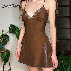 Sweetown Y2K estetyczne słodkie satynowe Mini sukienka kobiety koronki wykończenia brązowy Vintage Kawaii ubrania bez rękawów V Neck Sexy E sukienki dla dziewczynek