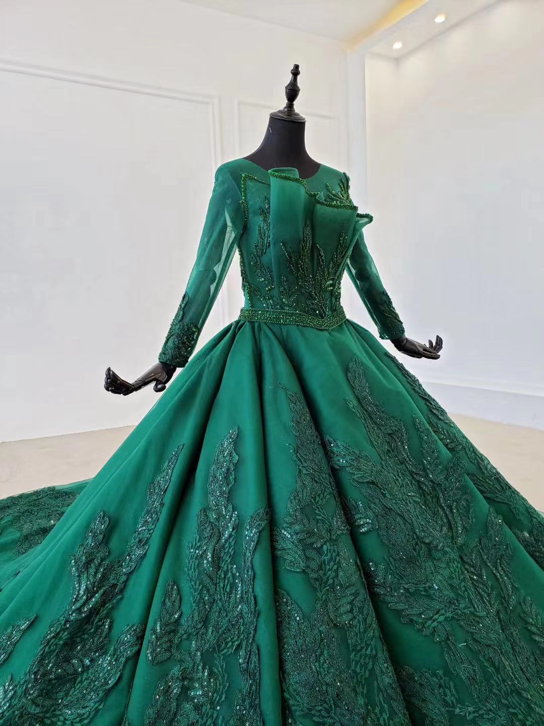 2020 New Green Satin Prom Dresses Prom Gown Scoop Ball Gown Sleeveless Evening Dress For Graduation Long Train Arabic Dresses - 4