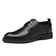 を 2020 男性は靴手作り英国ビジネススタイルパティ革の結婚式の靴メンズフラットレザーオックスフォード正式な靴