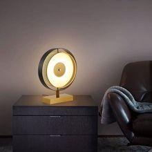 Postmodernistyczny kreatywny lampa stołowa LED sypialnia nocna prosta lampa na biurko czarny lub biały salon projektant oświetlenie artystyczne oprawy tanie tanio KOSTKING CN (pochodzenie) Foyer Black Dół X-6365 iron Ue wtyczka 90-260 v Dotykowy włącznik wyłącznik Żarówki led