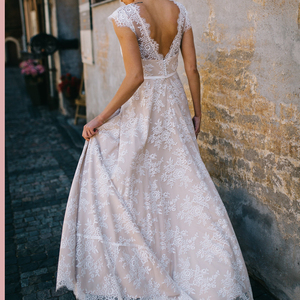 Image 2 - Vestido De Noiva a ligne col en V robe De mariée Top dentelle Appliques robe De mariée sur mesure robe De mariée balayage Train