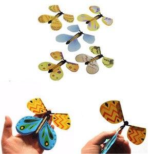 Image 3 - Lesiostress 5 stücke Magie Schmetterling fliegen Karte Spielzeug mit Leere Hände Solar Schmetterling Hochzeit Magie Requisiten Zaubertricks