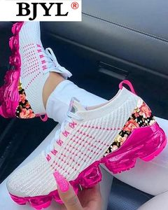 2020 Women Casual Shoes Fashion Breathable Mesh Walking Vulcanized Shoes Woman White Sneakers Women Tenis Feminino Zapatos Mujer
