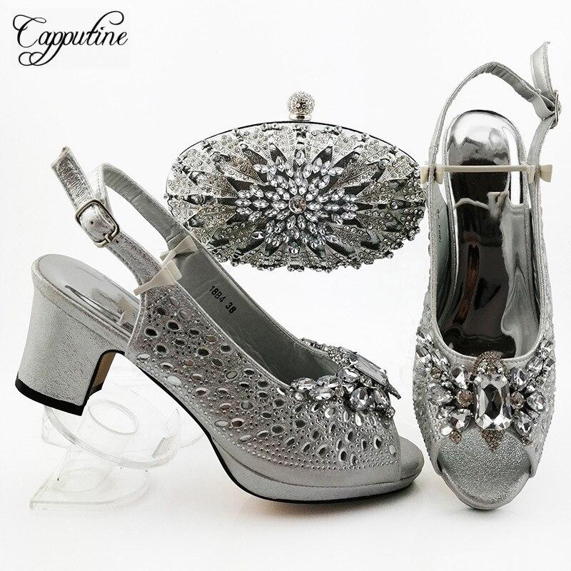 Belles chaussures de soirée à talons hauts en argent avec ensemble de sacs décorées de pierres de cristal 18B4 hauteur de talon 7cm