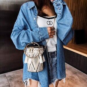 Image 5 - PUBGS Bolsos de hombro tipo bandolera a la moda para mujer, bolsos de paja portátiles con lámpara de cubo y borla de estilo nacional a rayas, 2019