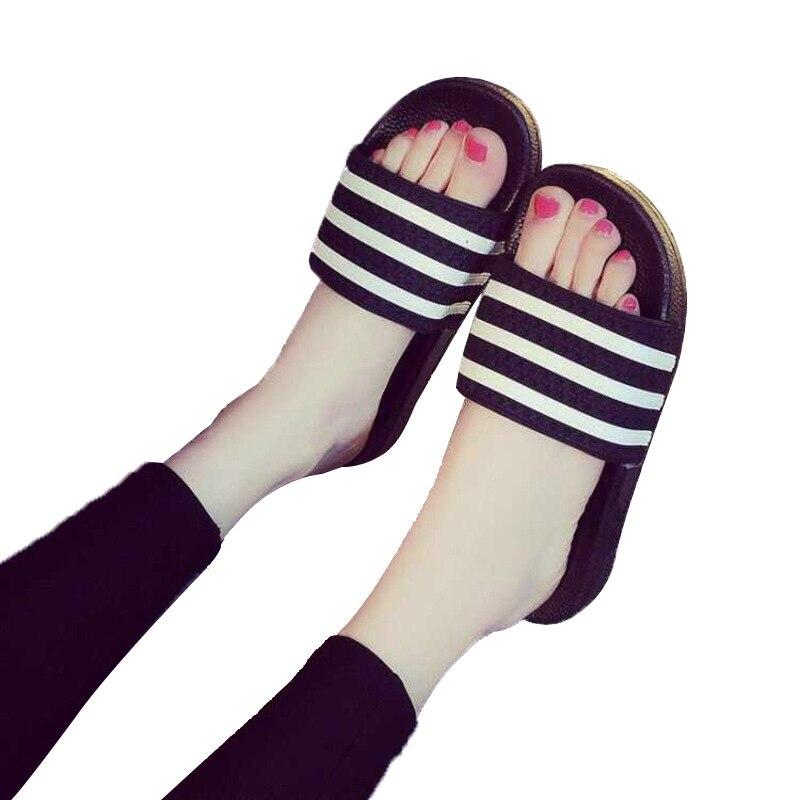 2019 г. Летние новые стильные Тапочки женские домашние тапочки из ПВХ с тремя полосками сандалии в полоску для ванной