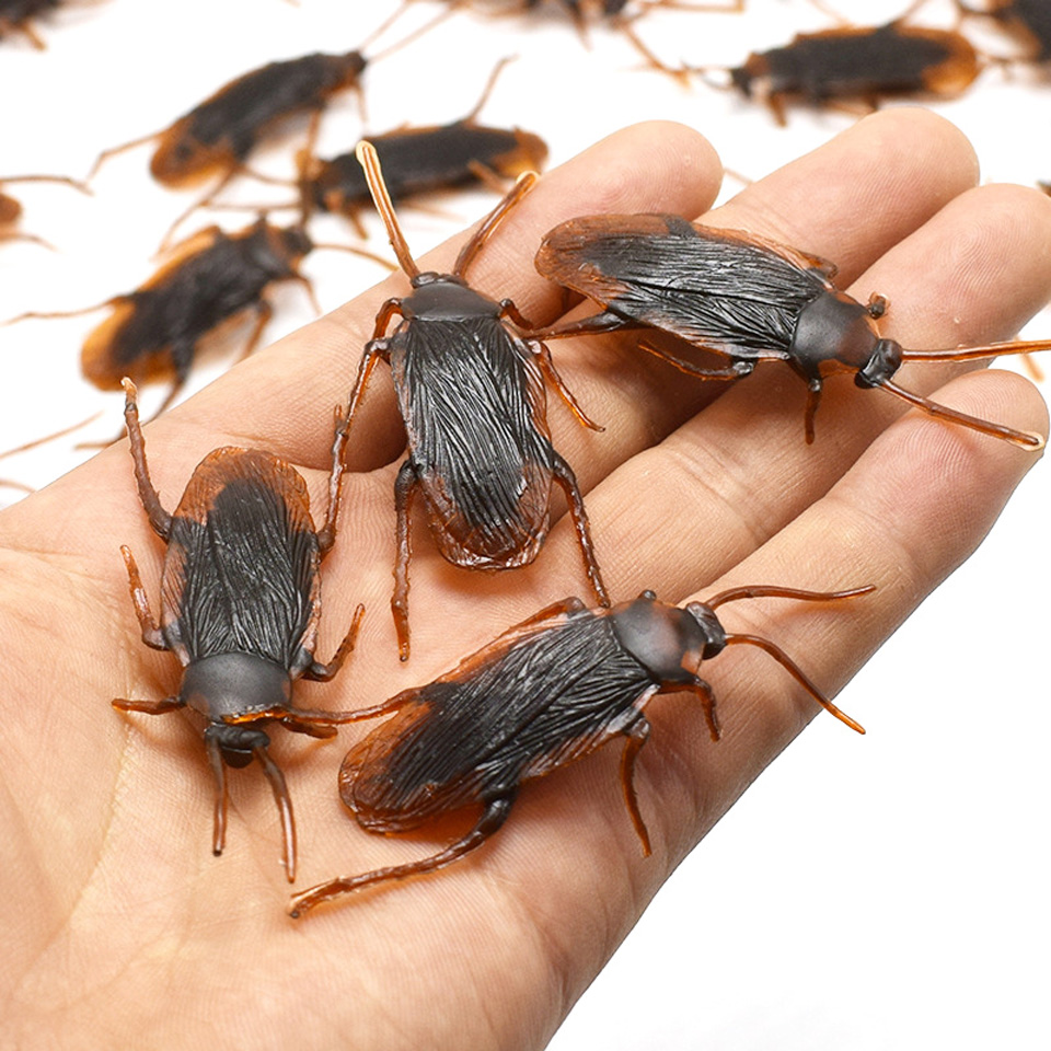 12pcs/lot Funny Fake Cockroach Halloween Decoration Jokes Pranks Maker Novelty Tricks Simulation False Cockroach Toys