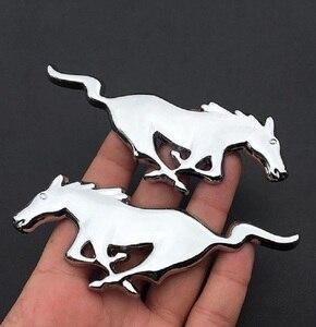Image 4 - 2 Pcs 3D מתכת מוסטנג ריצה סוס צד דלת כנף פנדר סמל מדבקת מדבקות עבור פורד מוסטנג סוס רכב סטיילינג אבזרים