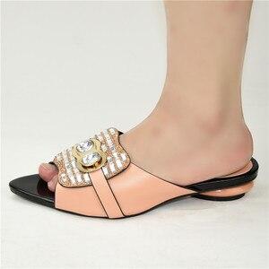 Image 5 - Nouvelle mode chaussure de luxe femmes Designers nigérians pompes de fête mariage talons bas grande taille dames sandales avec des talons sans lacet chaussures