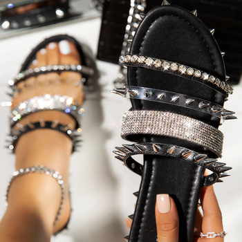 цена Women Rivet Sandals 2020 Summer Fashion Black Nude Sandal Casual Flat Shoes Gladiator Cool Girl Party Shoes D30 онлайн в 2017 году