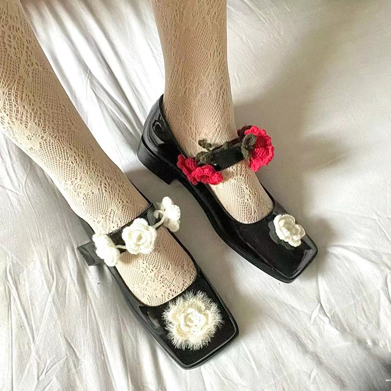 Women's Black Square Toe Low Heels Pumps Shoes With Knitted Flowers Patent Leather M70