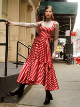 Женская весна / лето стиль праздника 2020 отделочное платье соболезнуем пояса полосатый пляж платье шить большой-line платье XUCTHHC