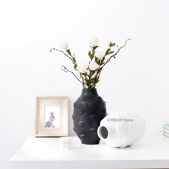 Nordic art ceramic vase creative black and white ceramic face vase decoration home decoration crafts porcelain vase decoration 4