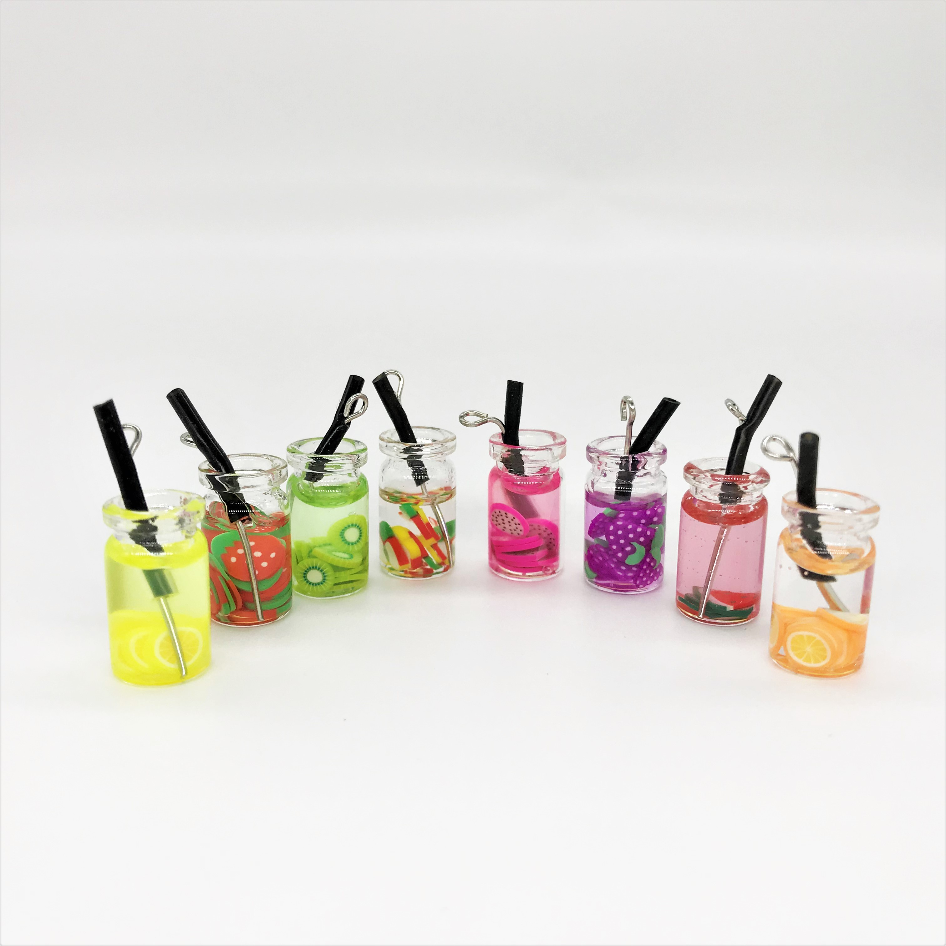 4pcs Dollhouse Miniature Food Mini Resin Fruit Bottle Simulation Drinks Model Toys Fruit Drink Play Dollhouse Dolls Accessories
