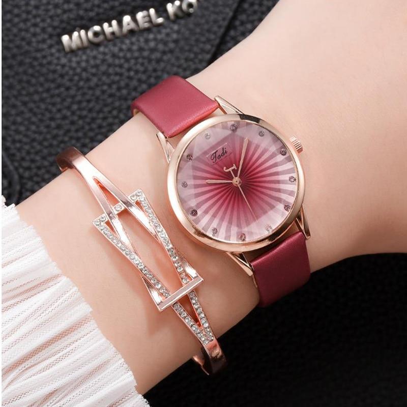 Genuine Leather Luxury Rhinestone Women's Watches Ore Glass Dial Buckle Alloy Wrist Watch Ladies Bracelet Quartz Watch Clock