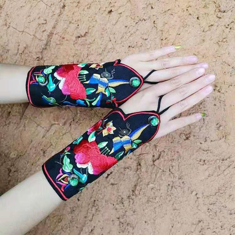 Caratteristiche di stile nazionale retrò bracciali da polso femminile ricamato wristband del ricamo retro braccialetto di modo guanti - 4