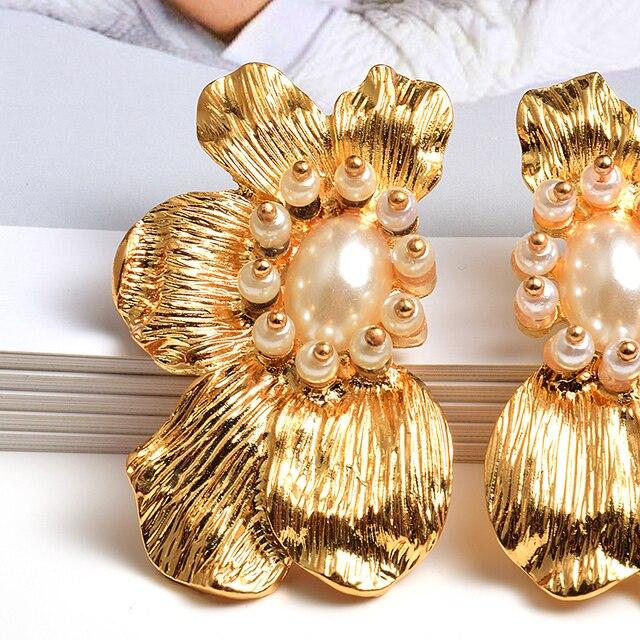 Flower-Shaped Metal Pearl Drop Earrings  5