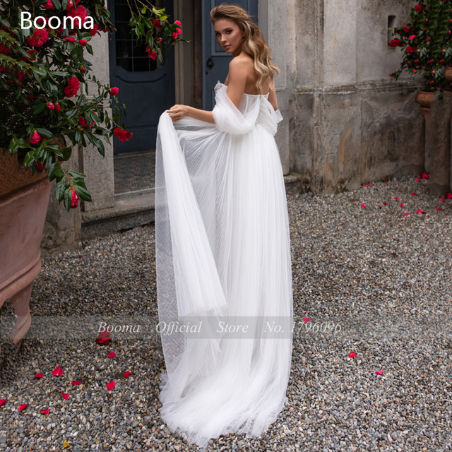 White Beach Wedding Dresses 2021 Off the Shoulder Long Sleeves Bride Dresses Sweetheart Pleated Tulle A-Line Bridal Gowns 2