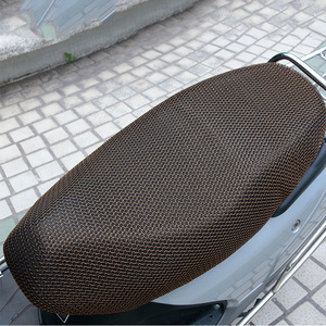 Image 4 - XXXL 새로운 블랙 통기성 여름 3D 메쉬 오토바이 좌석 커버 들어 갔어 안티 슬립 방수 쿠션 그물 코브를 보호