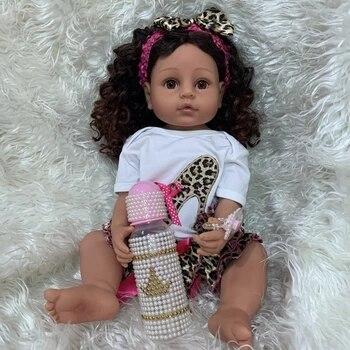 Bebes 55CM de cuerpo completo de silicona renacido niño niña princesa muñeca de piel marrón Pelo Rizado tacto real realista flexible bebé niña