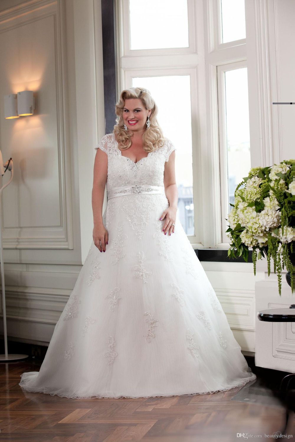 2018 Style Cap Sleeve V-Neck A-Line Beaded Lace Plus Size Wedding Bridal Gowns Custom Size Mother Of The Bride Dresses