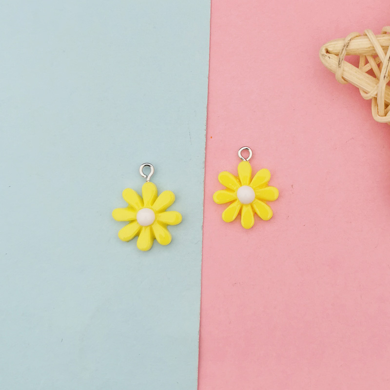 20Pcs Kawaii Resin Little Daisy Sun Flower Charms Pendants For DIY Decoration Earrings Key Chains Fashion Jewelry Accessories 4